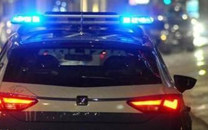 Con l'auto investe metronotte davanti alla sbarra dell'ospedale, segnalato a piede libero un uomo di 57 anni