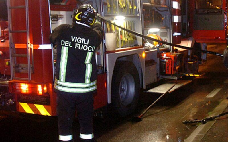 Ore 4.30: fuoco in viale della Regione, distrutta l'autovettura di una donna