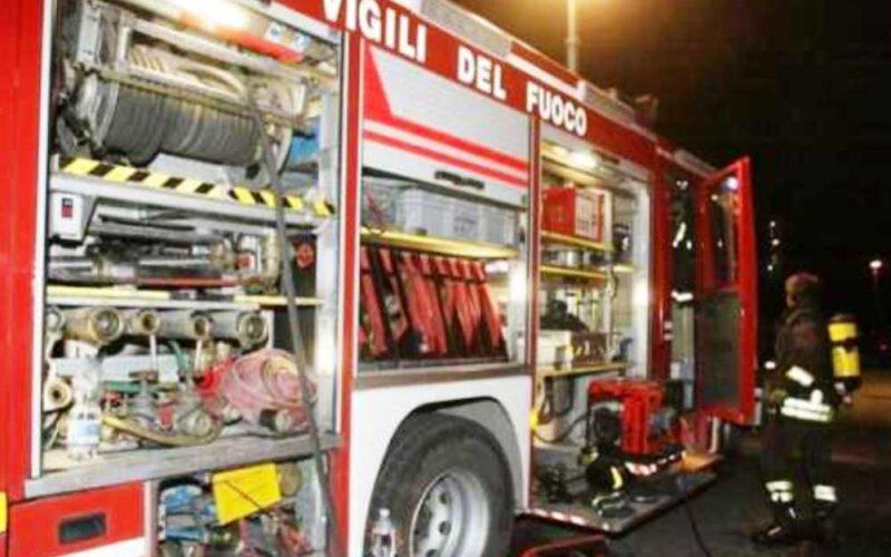 Gela: auto danneggiata dalle fiamme nella notte. È di un operaio. Non sono state trovate tracce di innesco