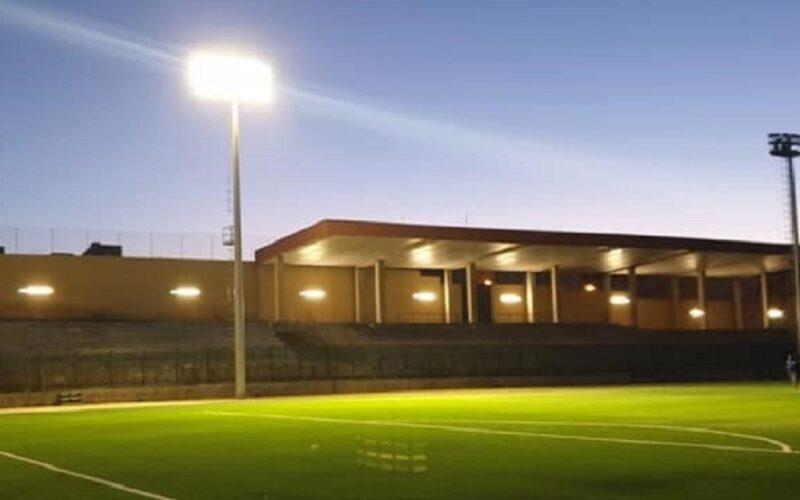 Campo di calcio quasi completo, ultimi test per riflettori e dispositivi di sicurezza. La Cagnina: «Consegna ad aprile»