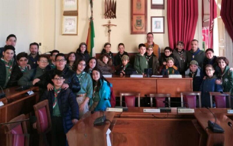 Giovani del gruppo Cngei «Francesco Salerno» visitano il municipio. Accolti in aula consiliare dal presidente Bennici