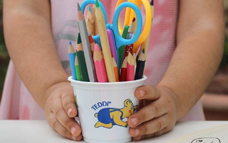 Vallelunga: album da disegno, matite e pastelli ai suoi piccoli concittadini.