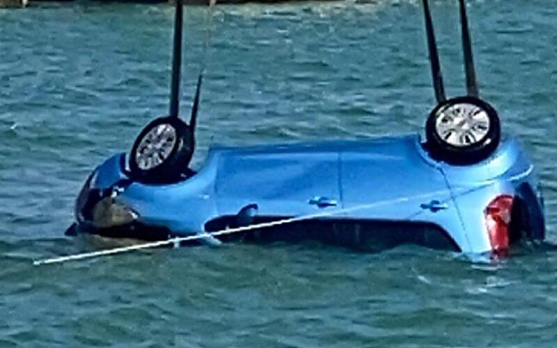 Gela: finisce con l'auto in mare, nei pressi del porticciolo. Trasferito in ospedale in codice rosso