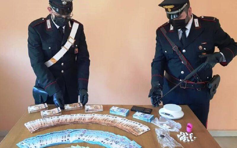 Mazzarino: marito e moglie gestivano lo spaccio, scoperti durante un blitz. Sequestrate dosi di coca e 2.300 euro