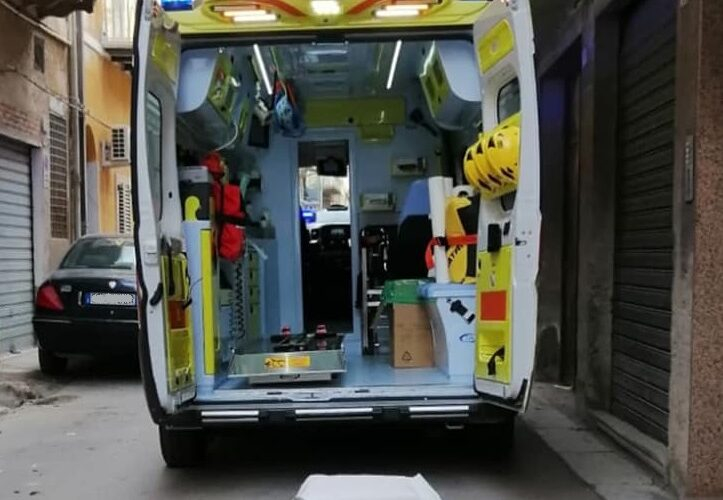 Gela: pomeriggio di follia, incidenti a ripetizione. Due ragazzi in ambulanza, un scooter finisce dentro a una buca