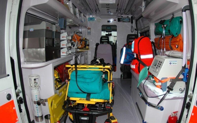 Caltagirone, Nas sequestrano tre ambulanze nell'area antistante l'ospedale. «Erano tenute in condizioni di degrado»