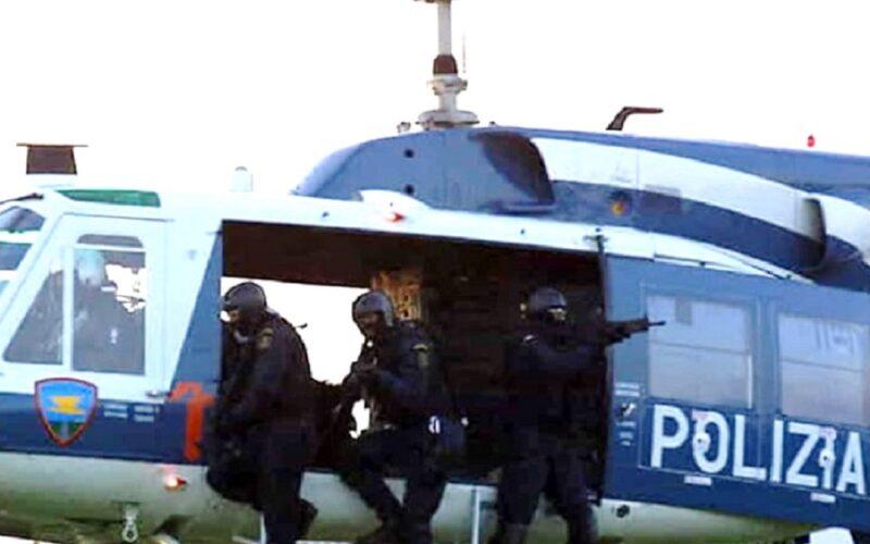 Gela: operazione di controllo, elicottero e pattuglie sul territorio. «In corso perquisizioni domiciliari»