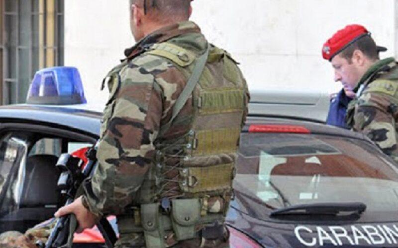 Minore picchiato per il furto di munizioni, torturato anche con un frustino. Blitz dei carabinieri, eseguiti cinque arresti
