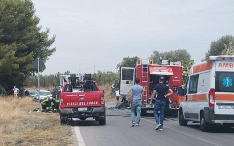 Gela: furgone contro autocarro, un ferito rimane tra le lamiere. Strada statale chiusa al traffico per due ore